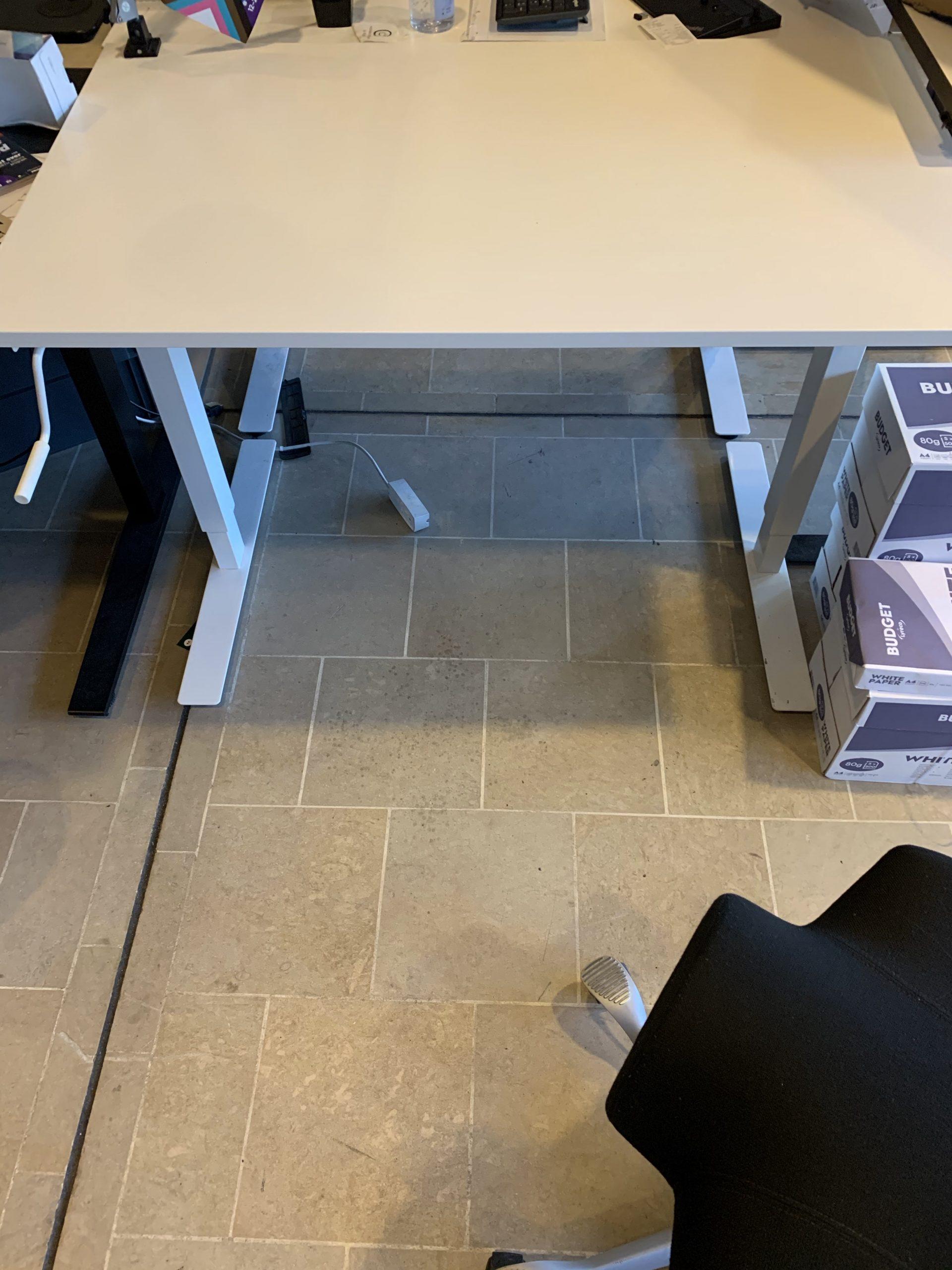 Desk with handle, white, 120 x 70 cm