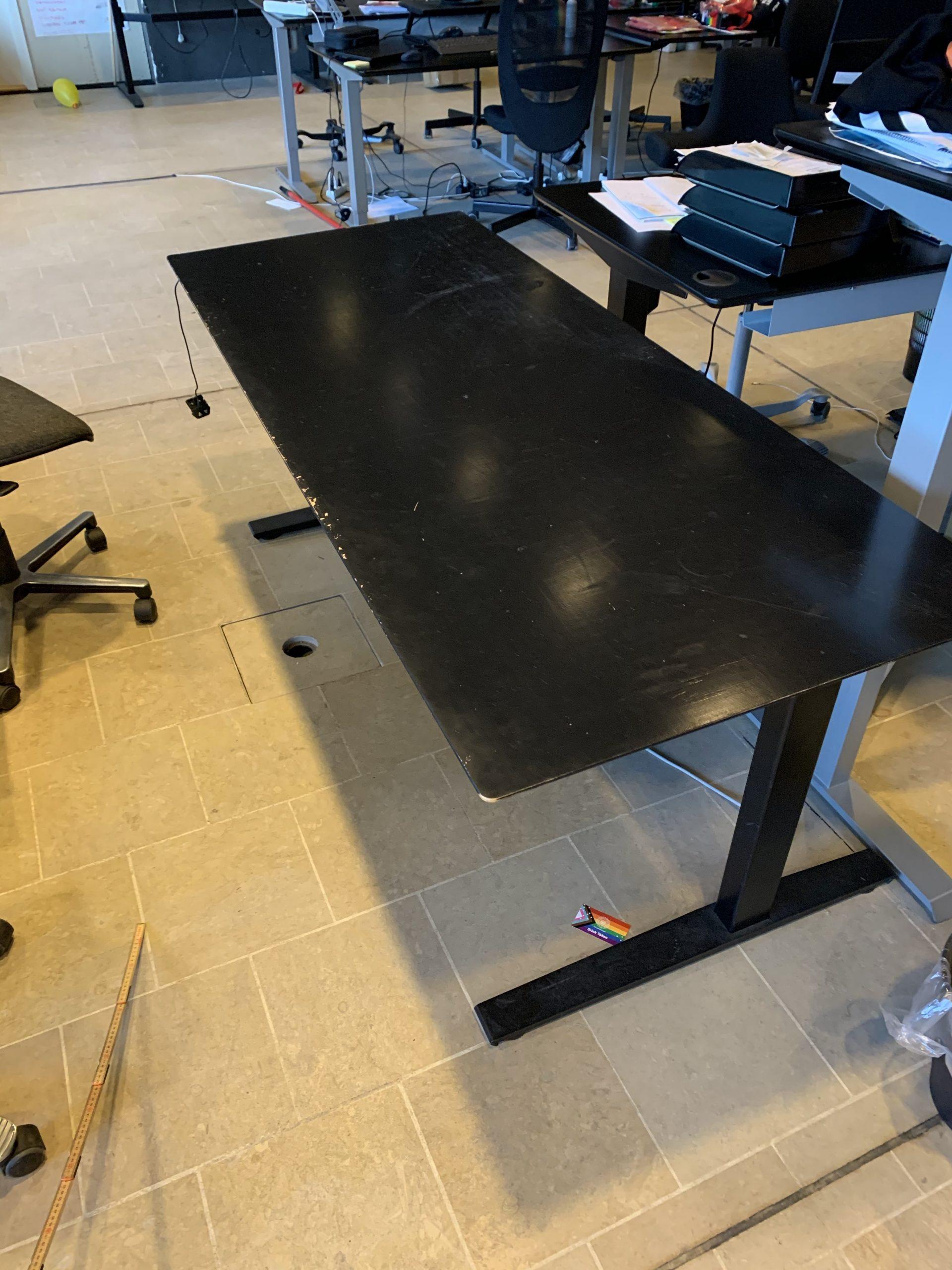 Long desks with elevation, Black, 182 x 75 cm
